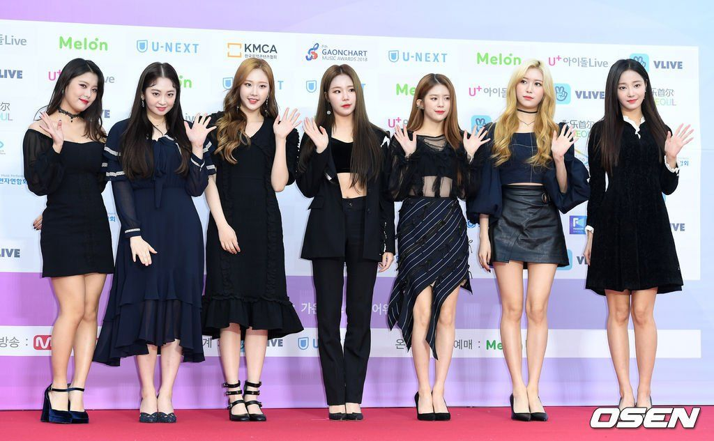 [PIC] MOMOLAND di red carpet 'The 8th Gaon Chart Awards