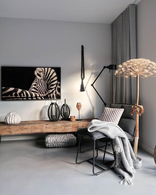 Een nieuwe televisie, maar ook een compleet nieuwe tvhoek is part of Living room decor - Mijn droomtelevisiehoek is uitgekomen  Met de Samsung The Frame televisie en een meubel van oude spoorbielzen is het helemaal af!!