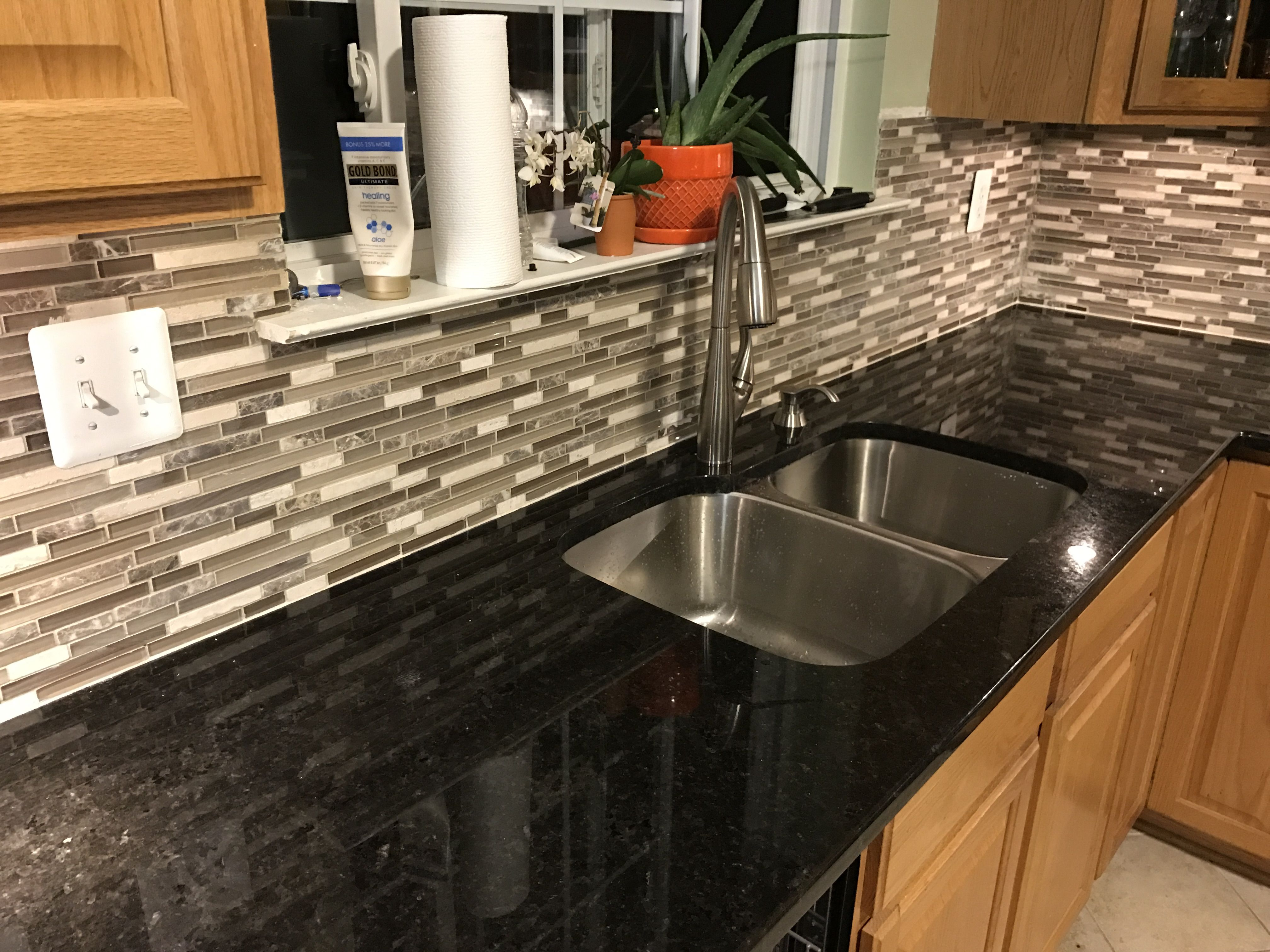 Black Pearl Granite with Anatolia Tile Java Linear Mosaic Stone and ...