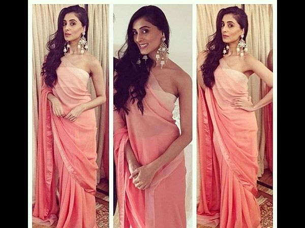 #PerniaQureshi looked breathtakingly gorgeous in a plain peach coloured ombre saree at #Iftaar Party !