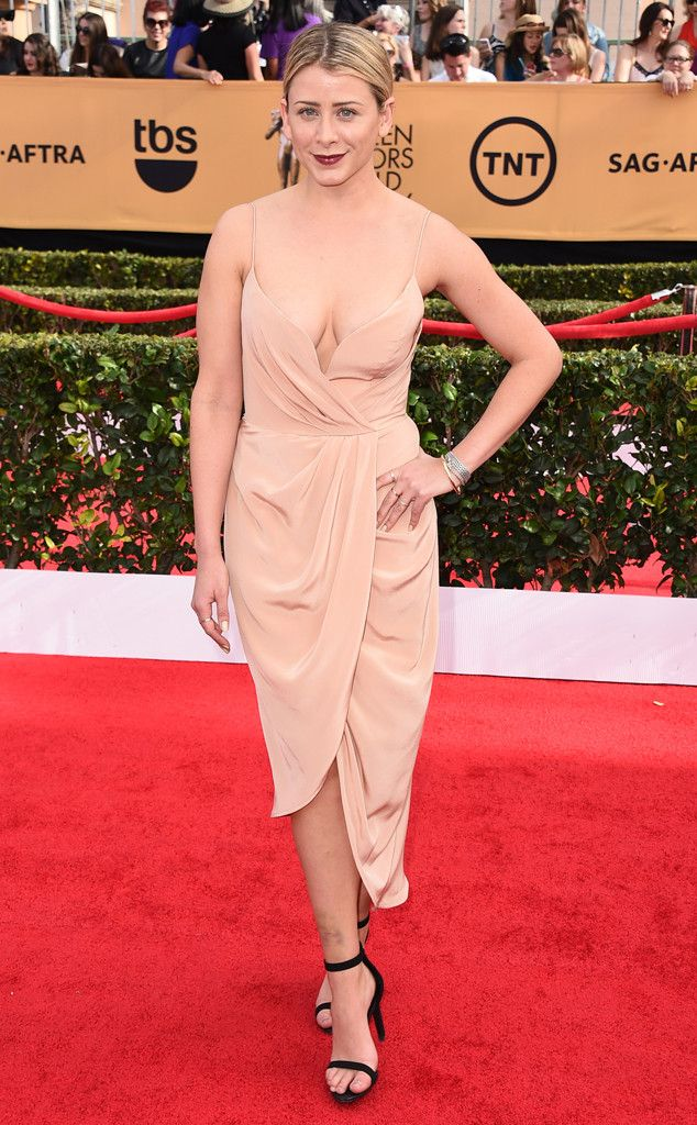 Lo Bosworth rocks a nude number at the SAG Awards!