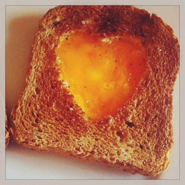 Colazione per due per San Valentino - #toast #instagnam #foodie #valentinesday #eggs #recipe #foodday #instafood #heartshape #englishbreakfast #food #vegetarian