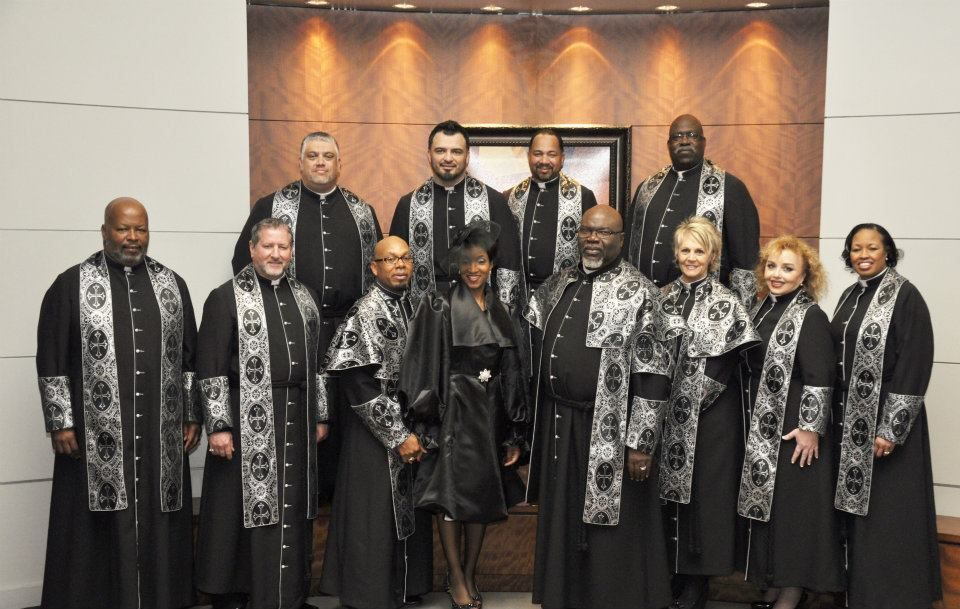 The Potter S House Pastoral Staff With Newly Installed Tphfw Pastor Winfield And His Wife First Lady Winfield Http Www T Potters House Sunday Worship Pastor