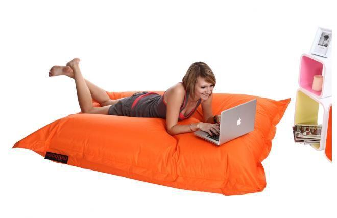 Pouf géant 60€ http://www.miliboo.com/pouf-geant-design-orange-big-milibag-16601.html