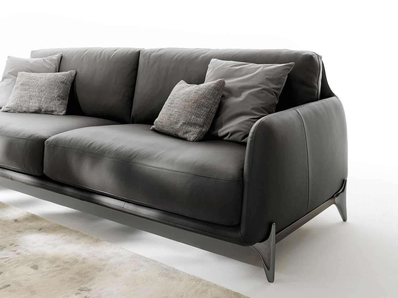 Elliot A Cozy Gentlemen S Sofa With A Retro Detail Italia  # Muebles Tutto Pelle Guadalajara