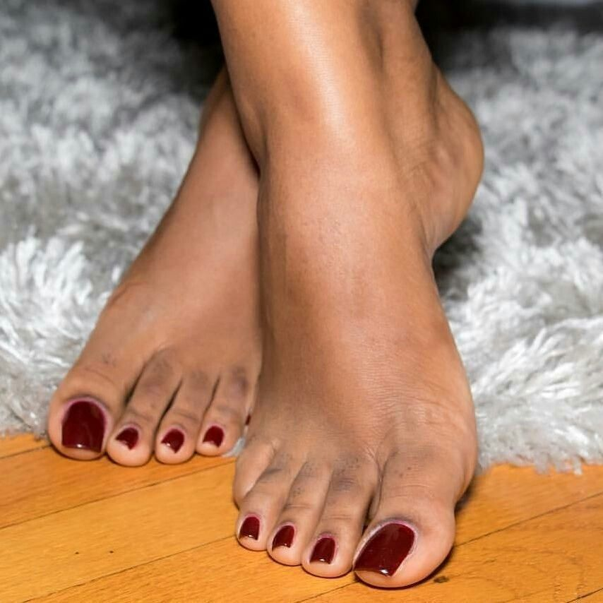 посмотреть красивые пальчики на ножках