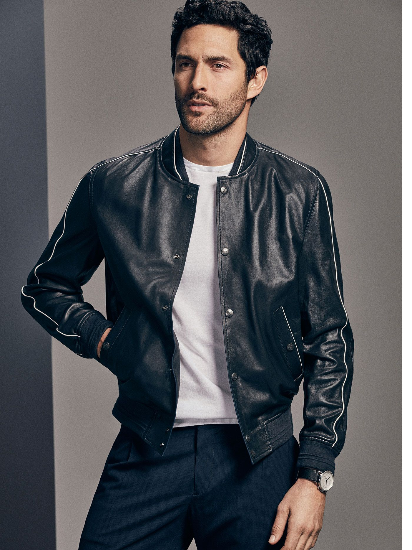 Massimo Dutti Limited Edition Nappa Bomber Jacket 249 Eur 398 An Exceptional Piece In Terms Of Style And Innovation Napp Chaqueta De Cuero Chaquetas Cuero [ 1866 x 1400 Pixel ]