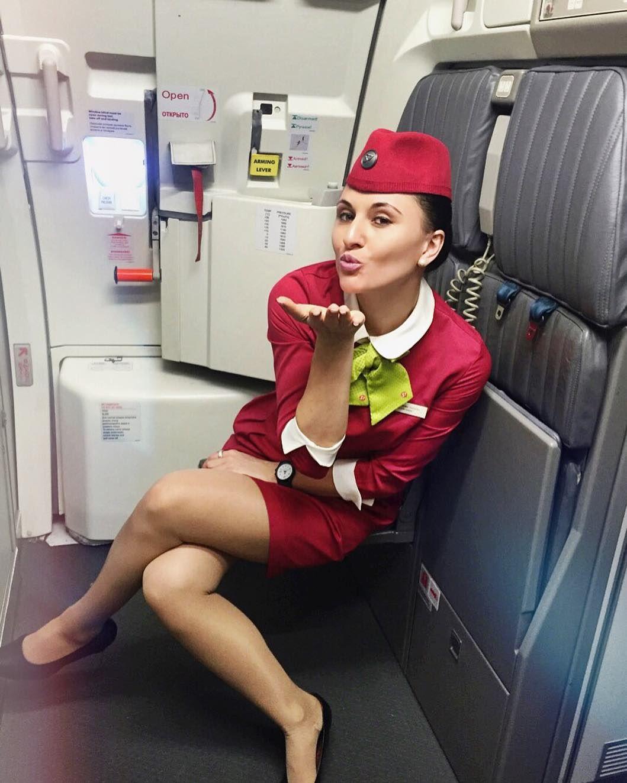 пилот трахнул стюардессу с кабине
