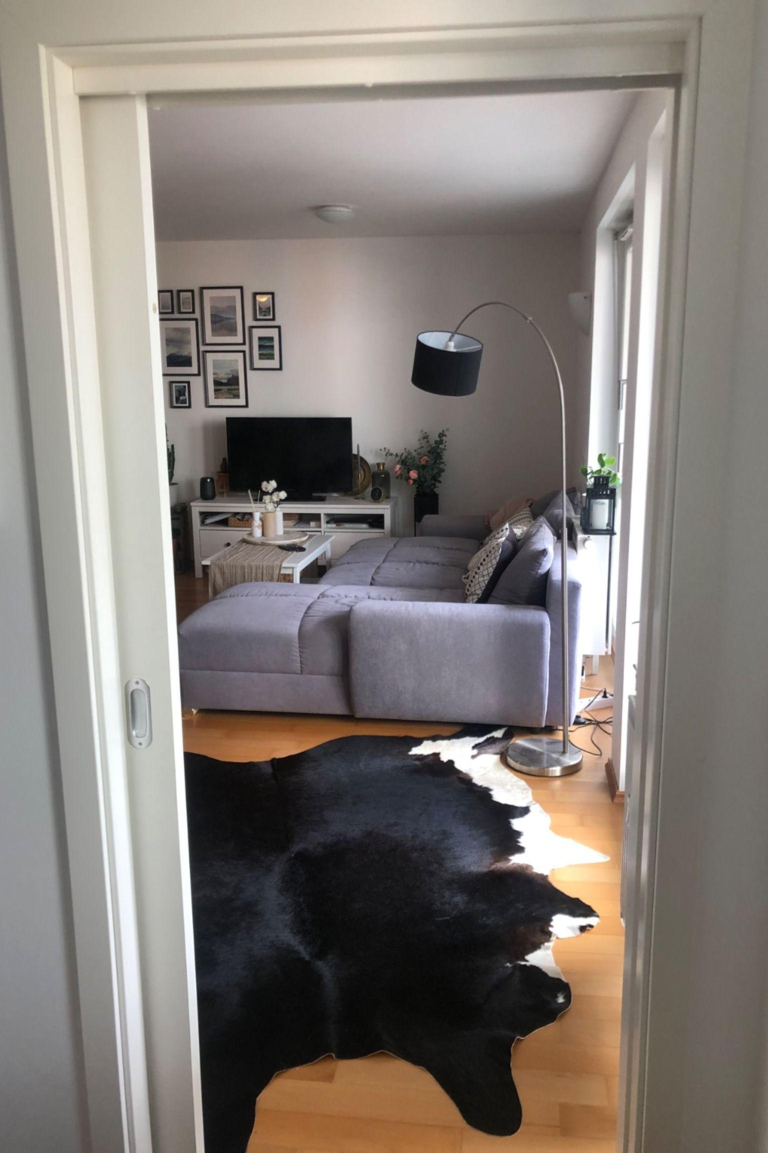 Dieses Schone Wohnzimmer Gehort Zu Einer Wohnung Zur Zwischenmiete In Munchen Wggesucht Wg Wohnzimmer Livingr In 2020 Schone Wohnzimmer 5 Zimmer Wohnung Wohnzimmer