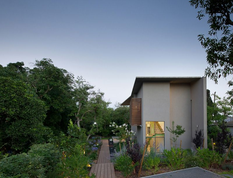 Grove House in Hasharon, Israel by Neuman Hayner Architects