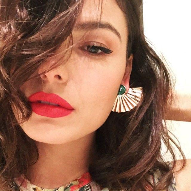 #regram Isis Valverde linda com brinco Leque Malaquita  #aronhirsch #leque