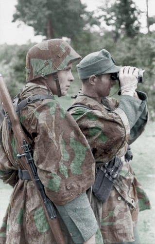 Panzer-Division wearing camouflaged  zeltbahn  (tent & Panzergrenadiers of the 21. Panzer-Division wearing camouflaged ...