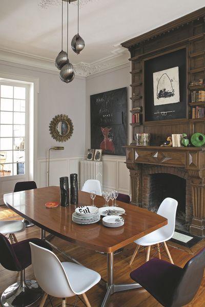 Dans la salle à manger, face à la cheminée XIXème néorenaissance