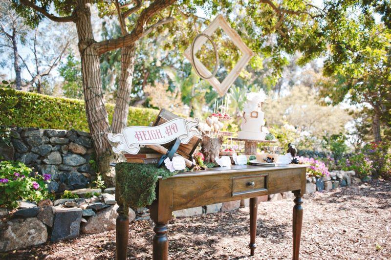 Snow White Wedding Inspiration | Snow white wedding, Dessert table ...