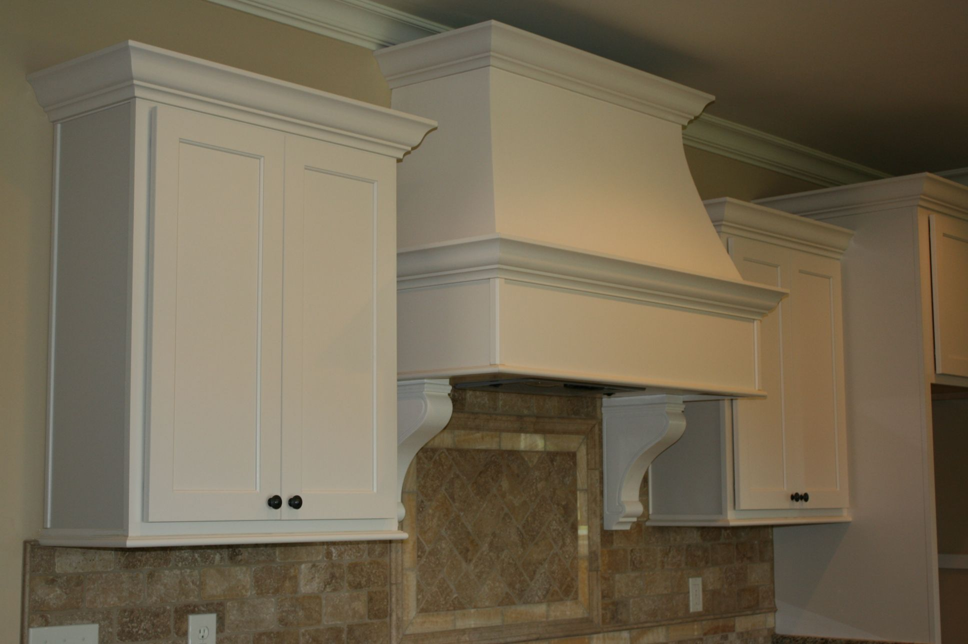 Custom Curved Drywall Hood With Corbels Painted To Match Cabinetry Range Hoods Pinterest