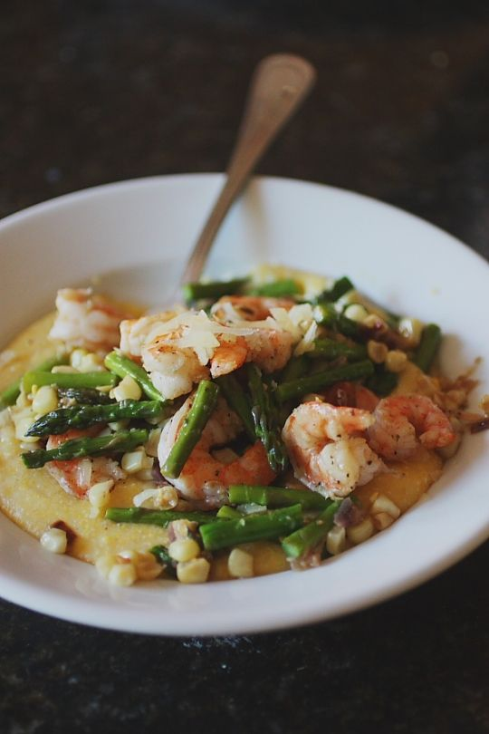 Shrimp and grits with bacon, corn and asparagus