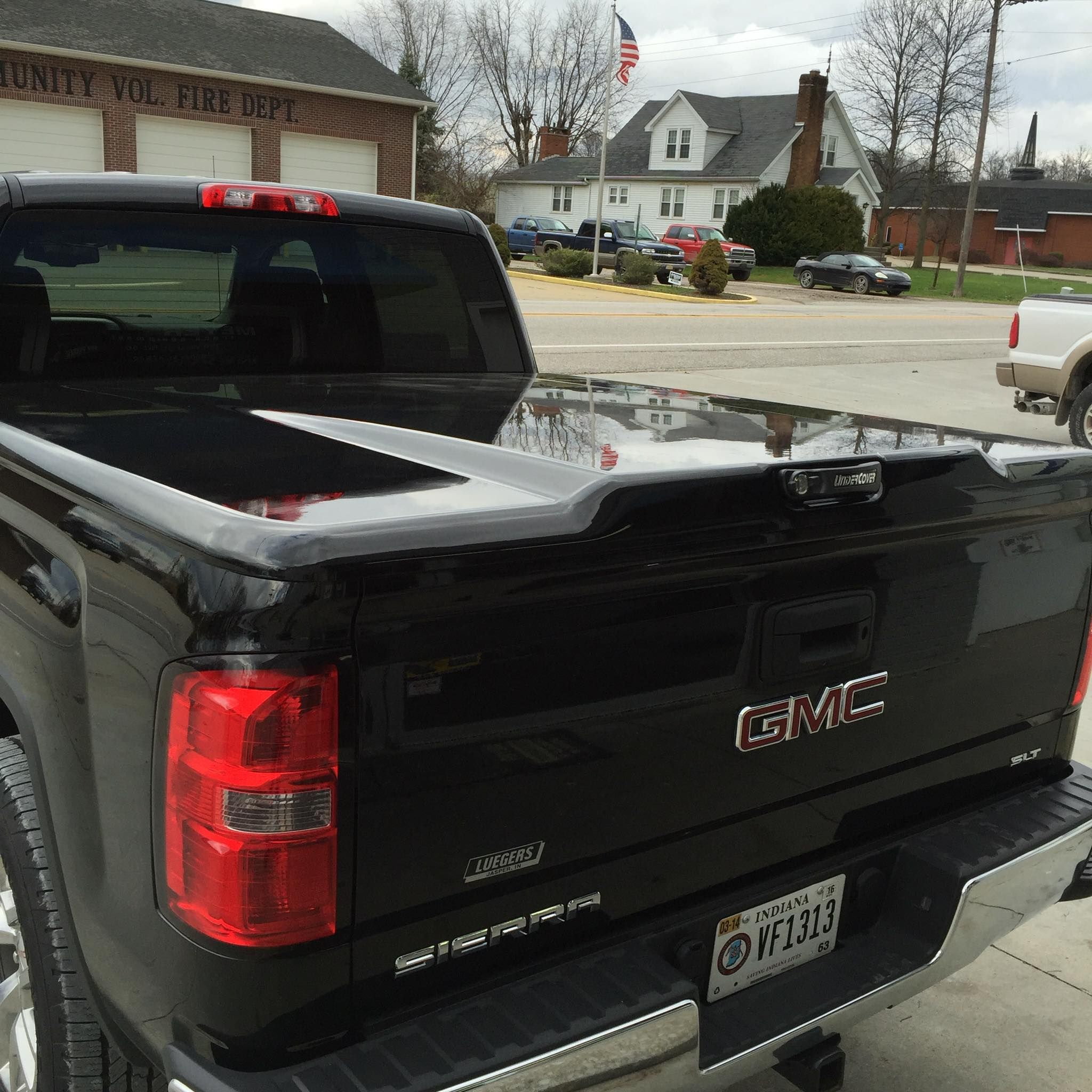 The Undercover Tonneau Covers Elite Lx Series Truck Bed Cover Is