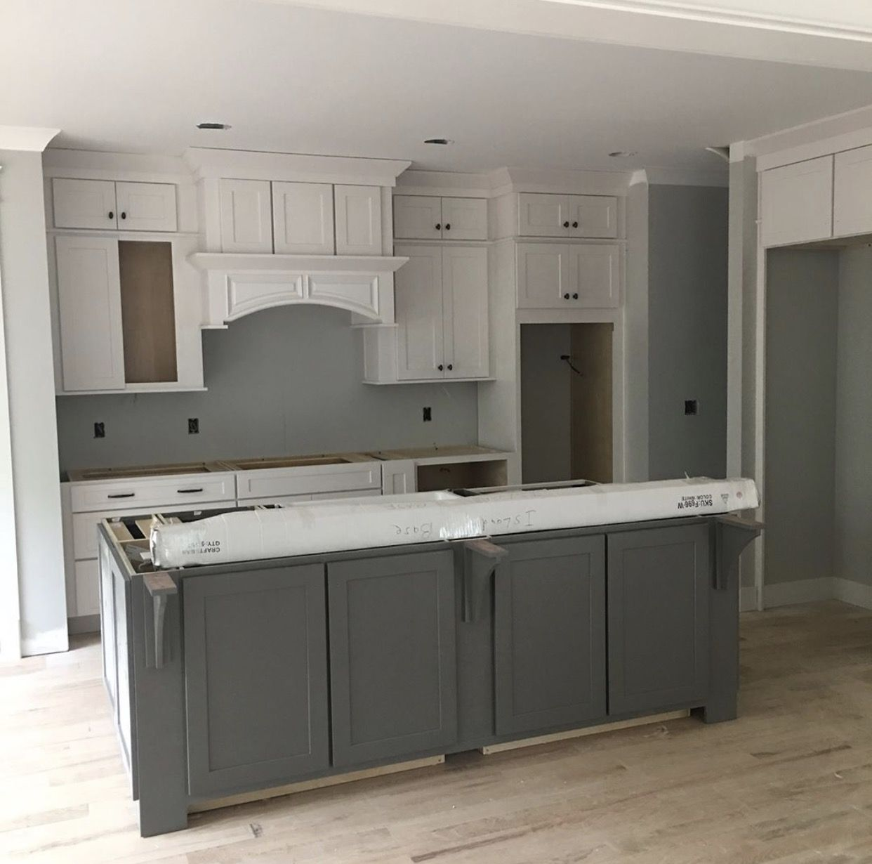 Grey Painted Kitchen Walls Walls Sw Repose Gray Island Gauntlet Gray Satin White