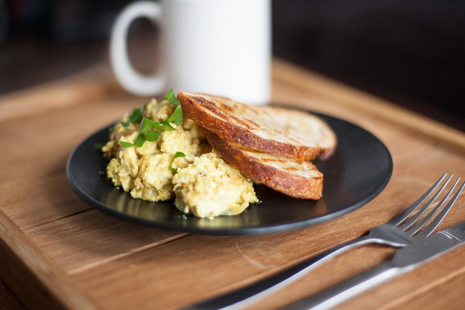 This scrambled tofu made with cashew nuts is creamy and delicious, making it a perfect weekend breakfast.