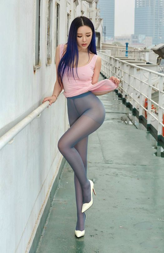 Images of women in pantyhose
