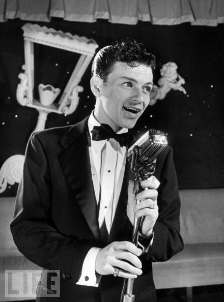 Citaten Frank Sinatra : Feb  frank sinatra makes his singing debut in
