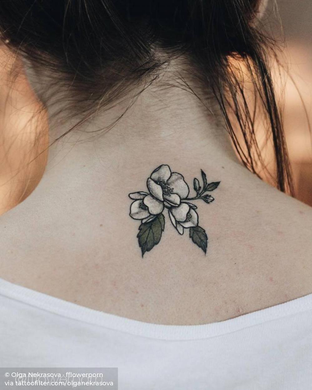 Jasmine Tattoo On The Back Of The Neck Tatoeage Ideeen Tatoeage Kleine Tatoeage Ontwerpen