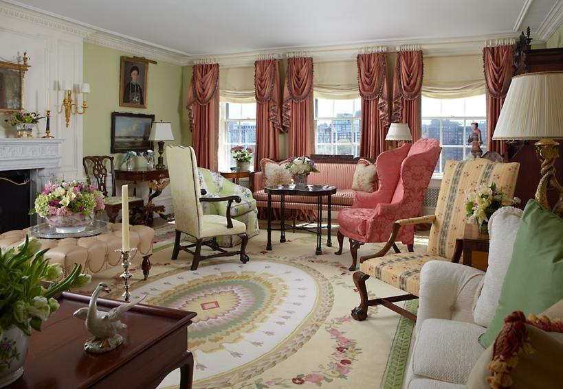 A Stately Living Room In Boston, Massachusetts. Scott Snyder Chose A Large  Oval Medallion