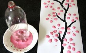 How to paint flowers with a plastic bottle