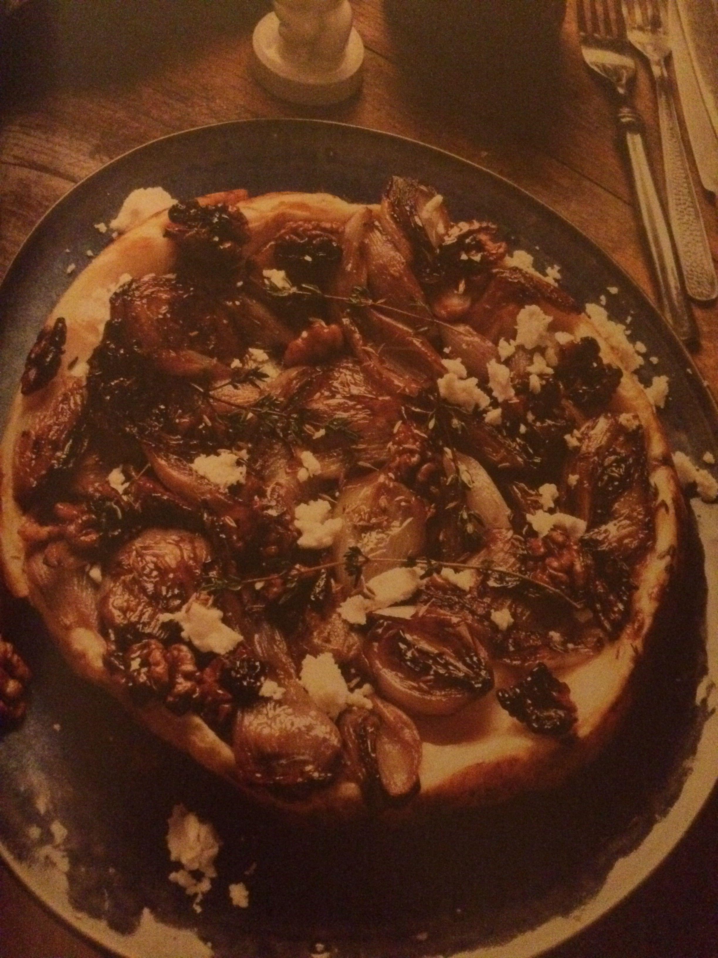 Tarte tatin van sjalotten en walnoten.  Elle eten, januari 2016