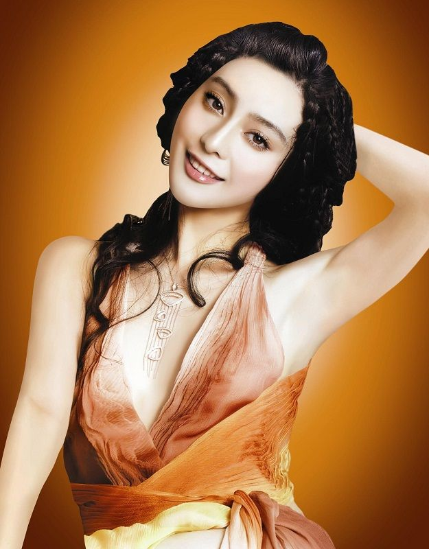 China Entertainment News: Fan Bingbing poses for photo