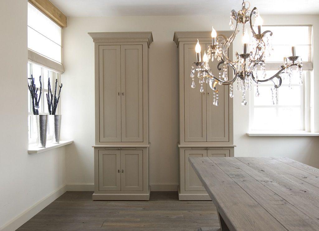Meubelen landelijk smalle hoge kast for Huiskamer meubels