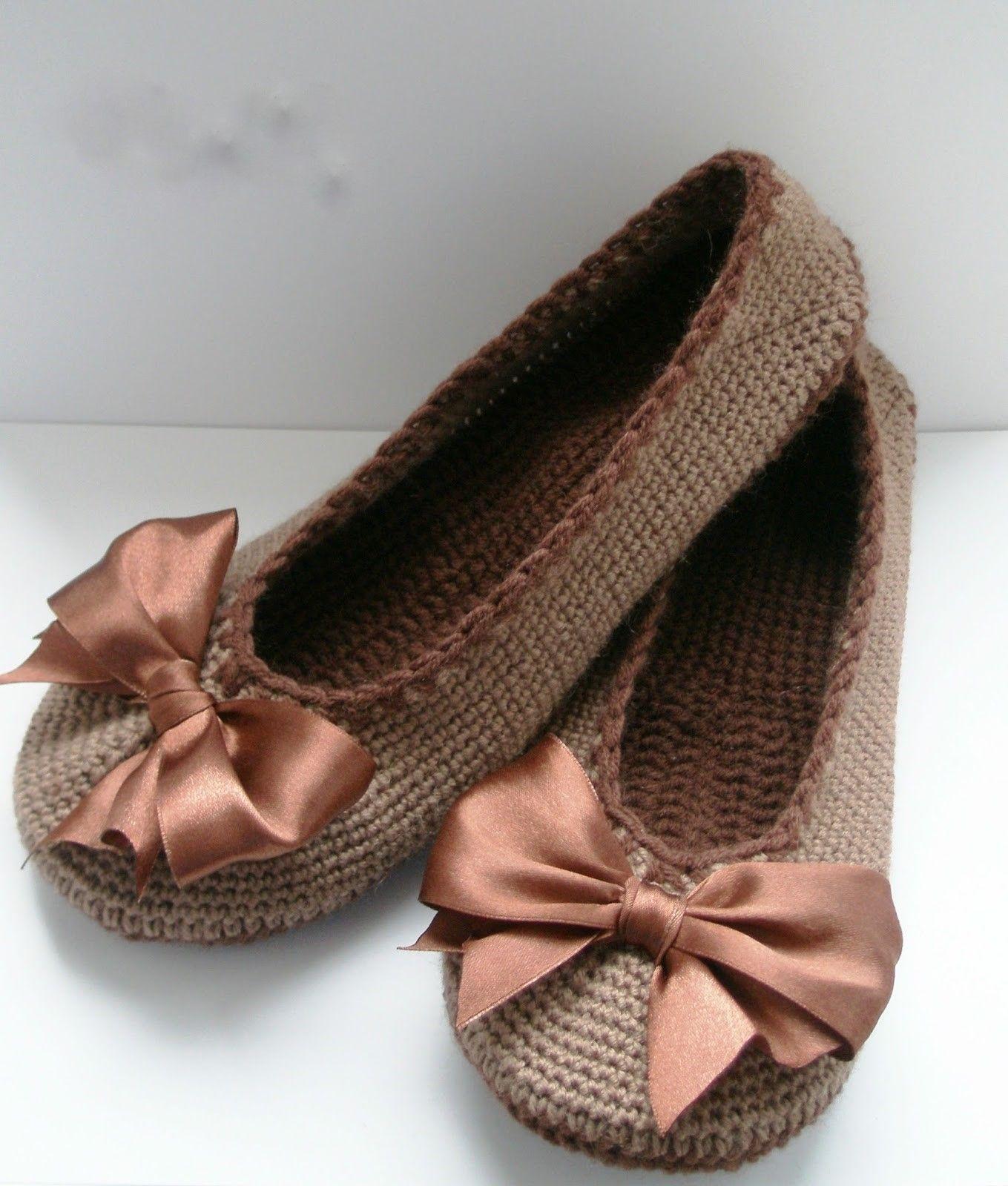 0672d42459 Uma bela sapatilha feito de fios de malha. passo a passo - Crochet padrões  livre