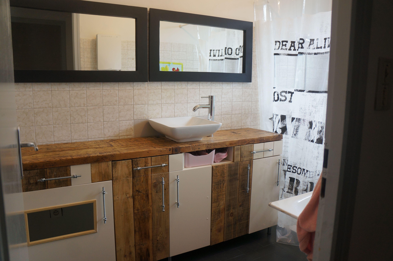 meuble de salle de bain en palettes et blanc laqu. Black Bedroom Furniture Sets. Home Design Ideas