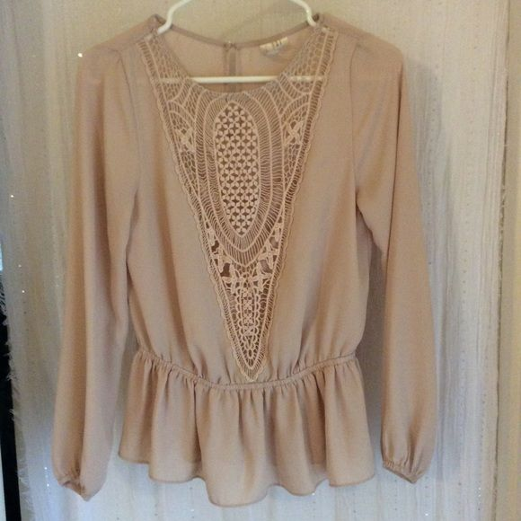 Forever 21 blouse The details on the blouse are what make it so cute! Great used condition. Forever 21 Tops Blouses
