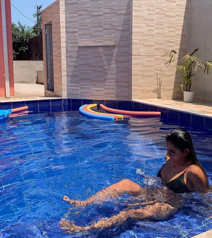 Recarregando as energias com esse dia lindo, sol e piscina! Tem jeito melhor de começar a semana⁉️ Desconheço ♥️ . .