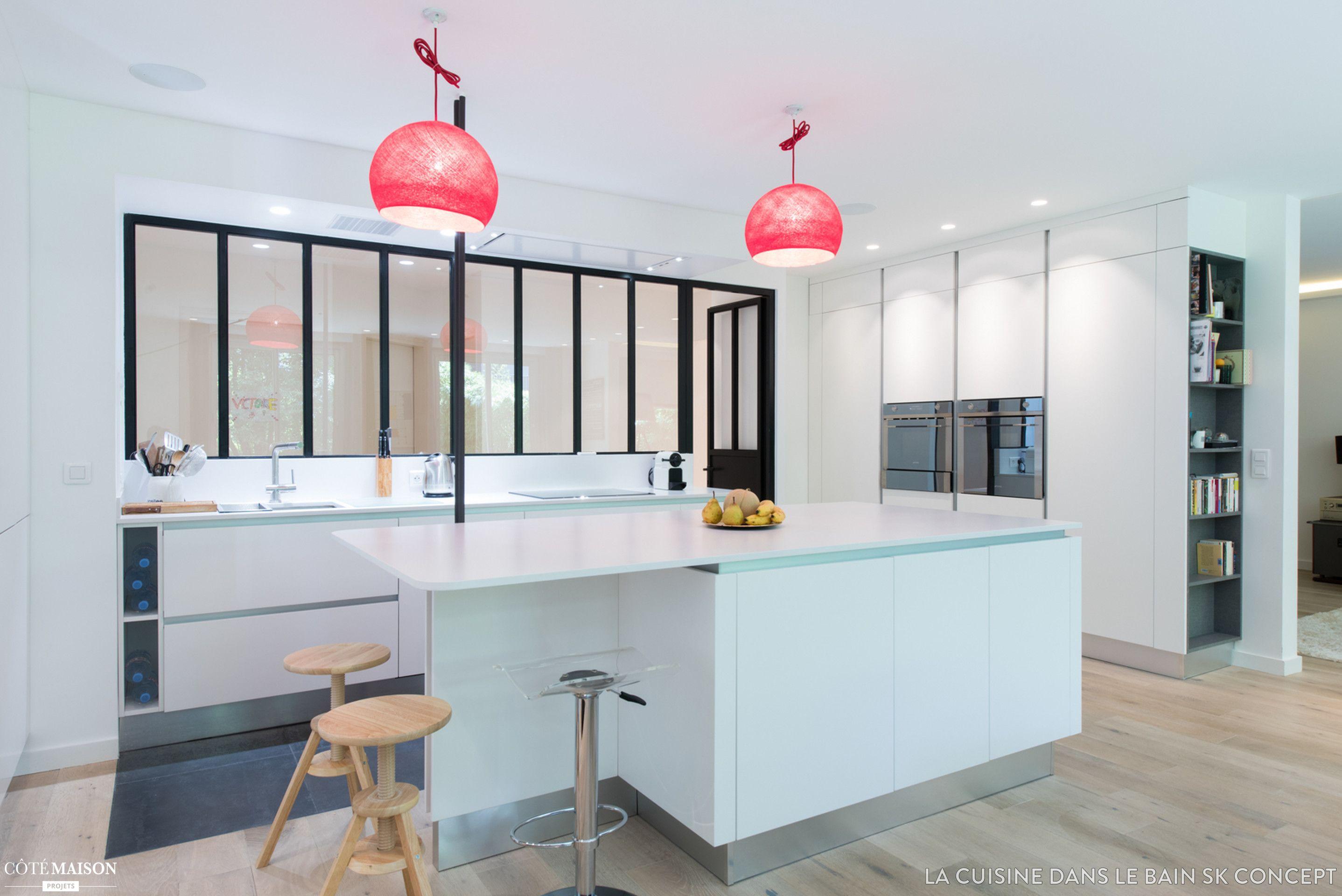 une cuisine blanche qui a de l'allure, neuilly-sur-seine, sk ... - Cours De Cuisine Neuilly Sur Seine