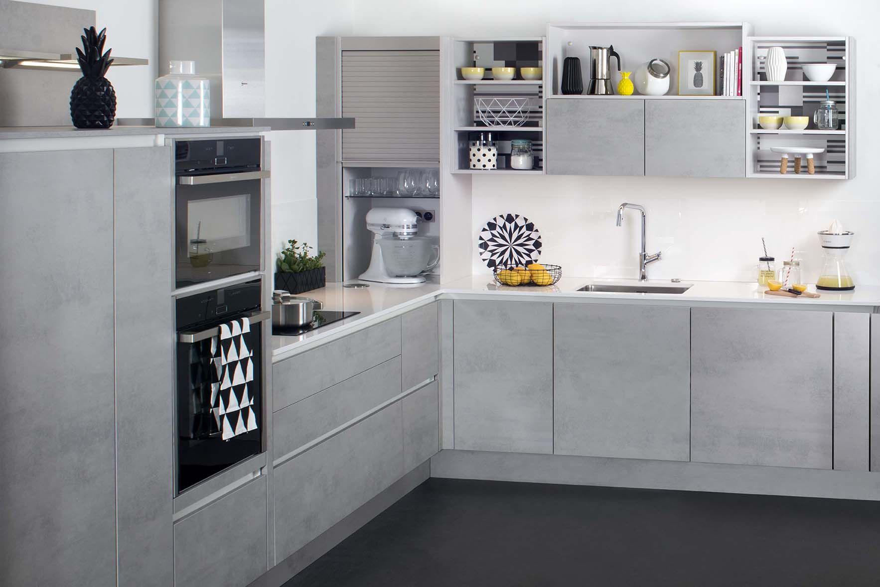 IENA - Une cuisine dans l\u0027air du temps, très tendance, le gris béton