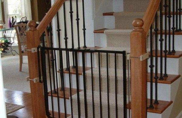 treppenschutzgitter vermeiden gef hrliche risiken f r ihre kindern flur pinterest treppe. Black Bedroom Furniture Sets. Home Design Ideas