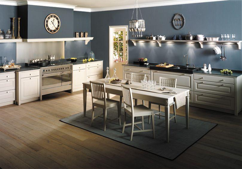 Cuisine en bois massif blanc: une cuisine équipée classique. Gamme ...