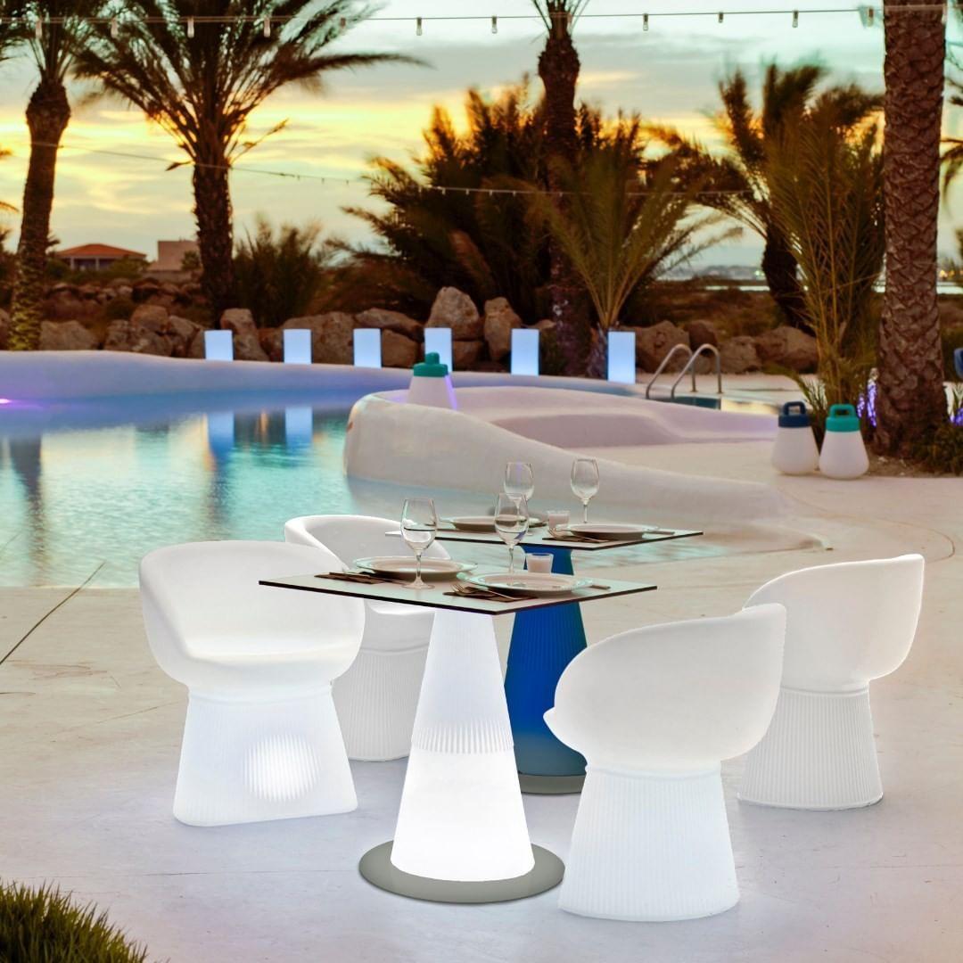 Tavolo Con Piede Centrale itaca tavolo con piede centrale in poliestere. contiene un