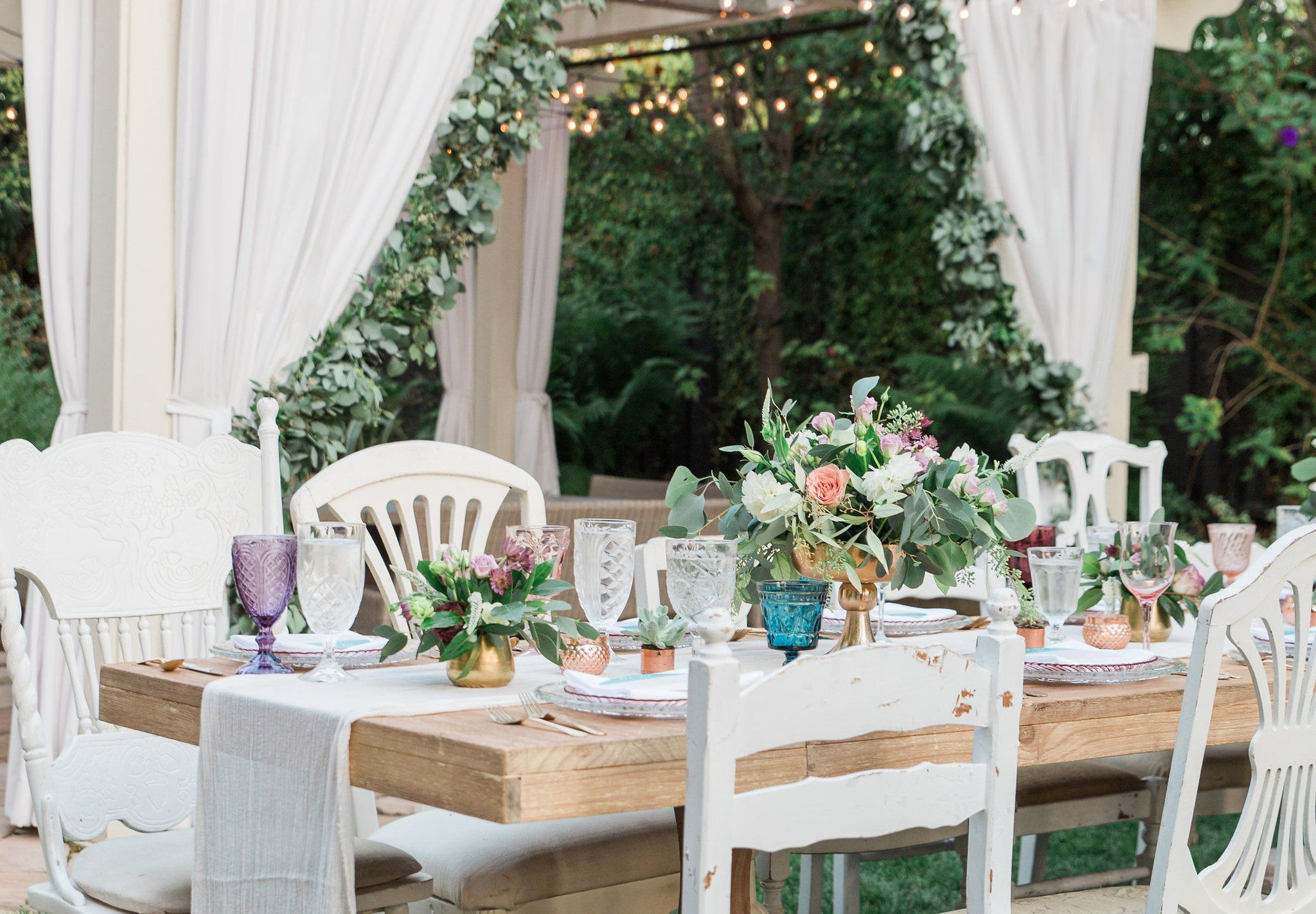 How Much Couples Spend on Average on Wedding Flowers (and