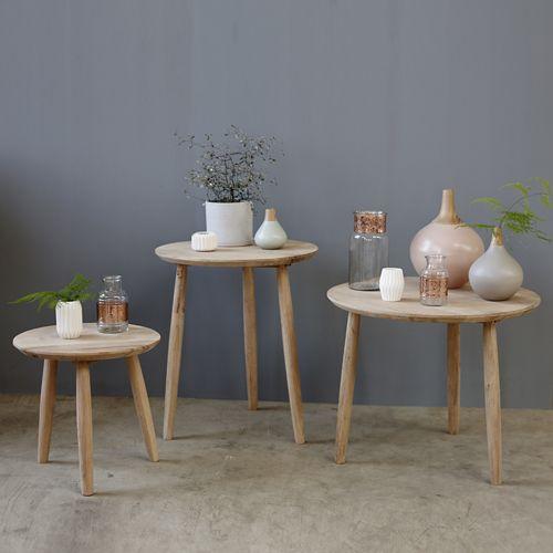 Set de 3 tables basses en chêne naturel proposées par la marque ...