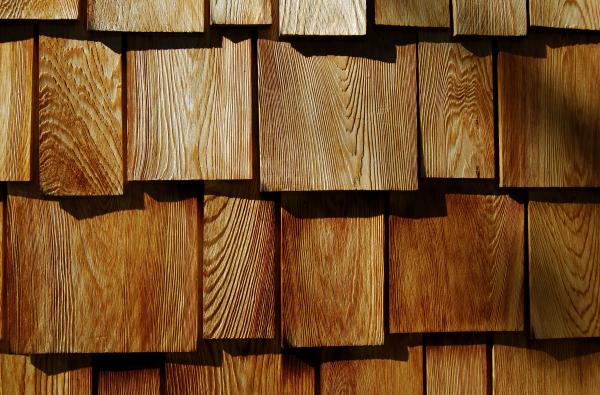 White Vs Red Cedar Shingles United Home Experts Cedar Shake Shingles Cedar Shingle Siding Cedar Shake Siding