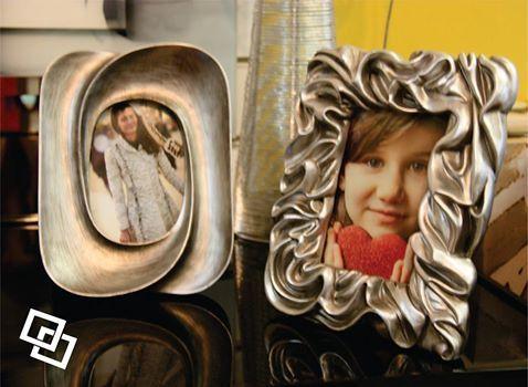Além de molduras, telas importadas, espelhos e muito mais para decoração de paredes, contamos também com uma linha especial de objetos decorativos. Para conhecer mais sobre os nossos produtos, acesso nosso site: http://www.casadosquadros.com.br/ ou nos visite aqui na loja!
