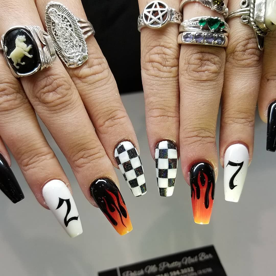 Checkerboard And Flames Nail Art Unas Postizas De Gel Unas De Gel Brillantes Unas De Gel Bonitas