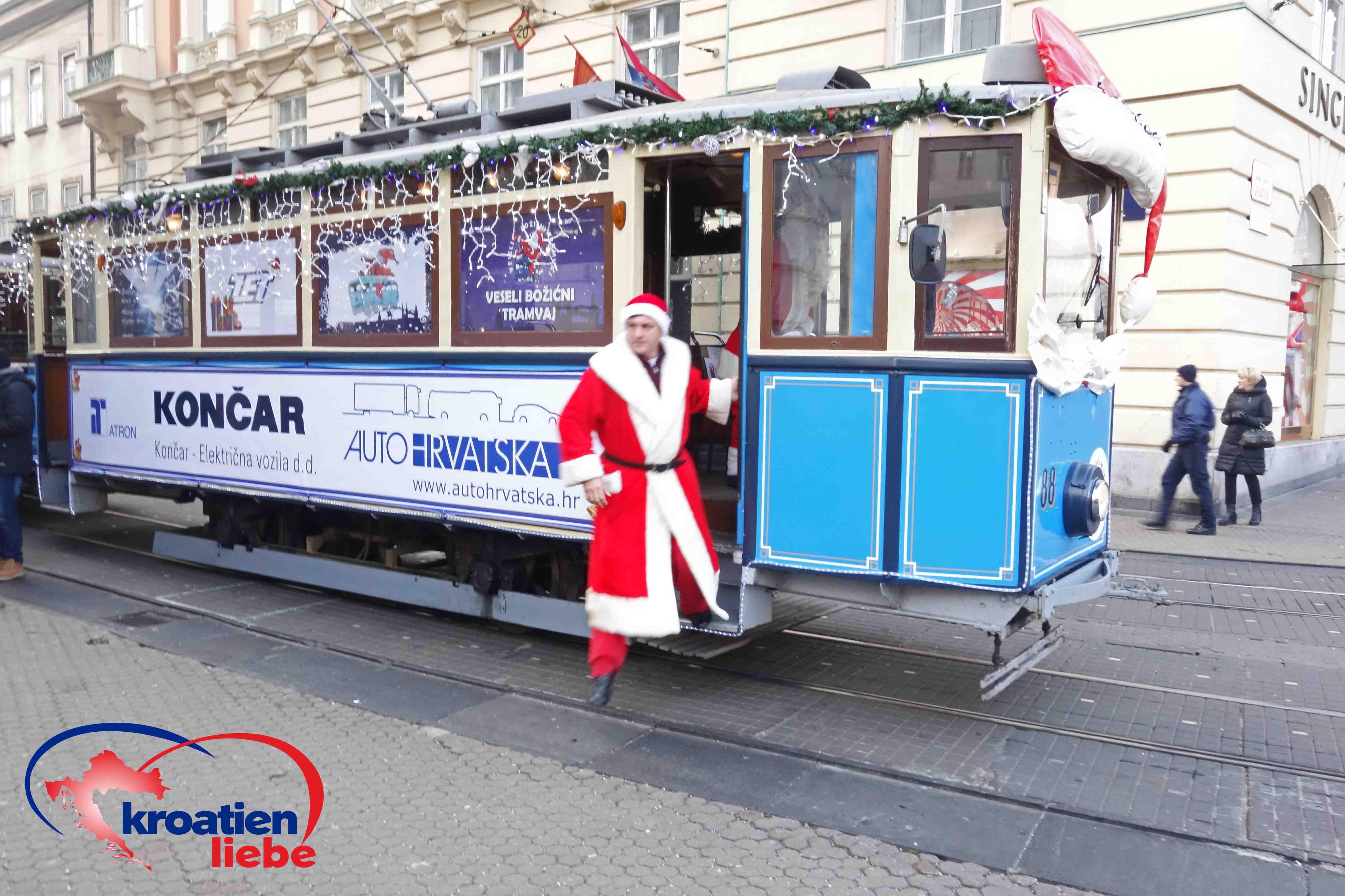 Weihnachtsstrassenbahn Mit Weihnachtsmann In Zagreb Kroatien Urlaub Kroatien Zagreb