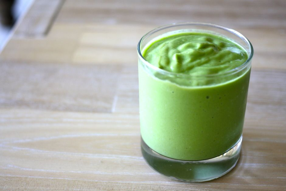 GLOWING GREEN SMOOTHIE for healthy skin