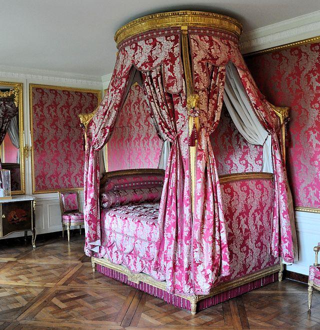 Chambre du roi lit ch teau du petit trianon for Chambre louis xvi