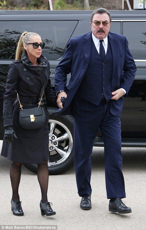 What Size Shoe Does Tom Selleck Wear.Mourners Arrive For Nancy Reagan S Funeral Services In