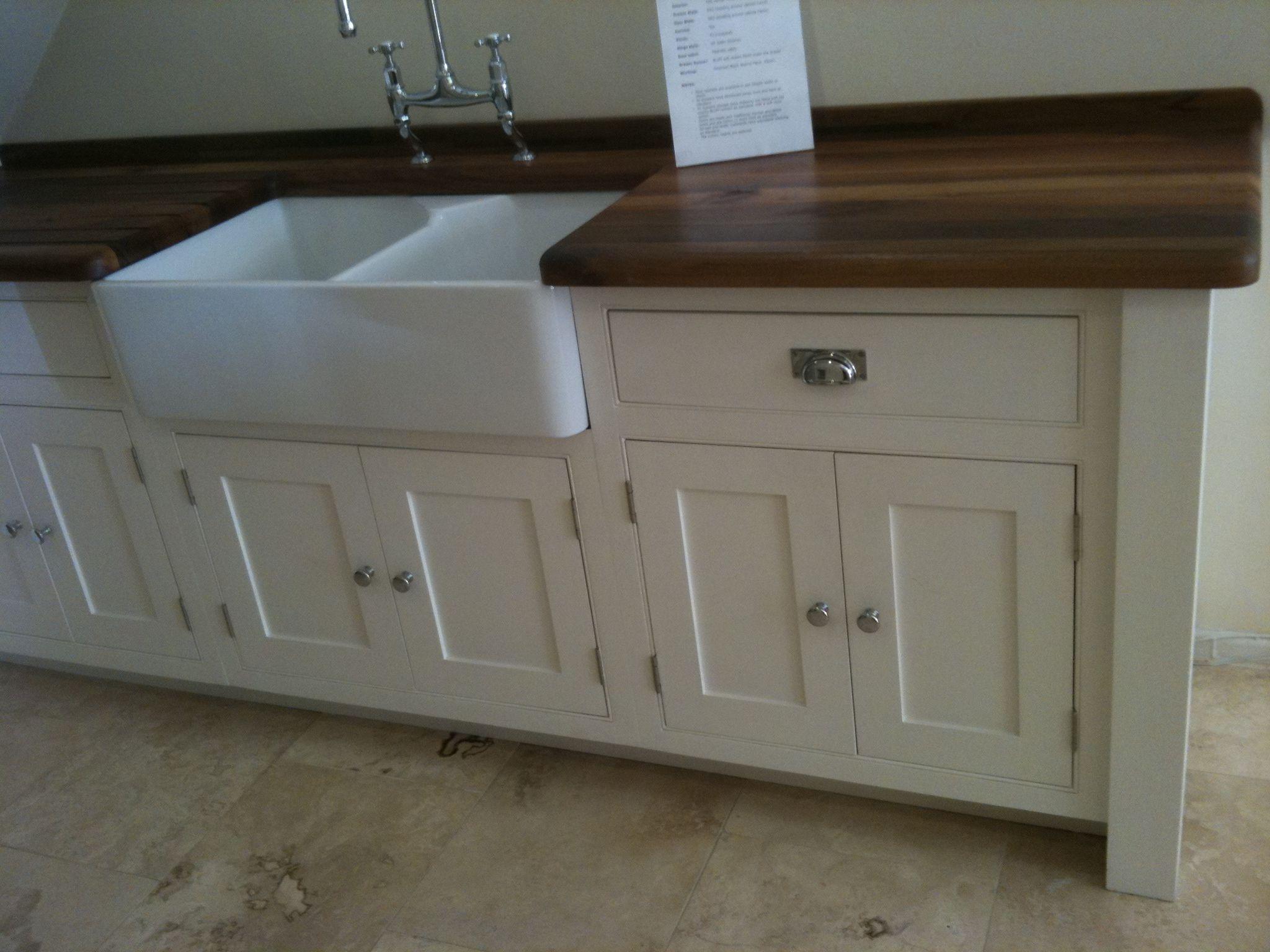 handmade kitchens direct white no plinth harts farm. Black Bedroom Furniture Sets. Home Design Ideas